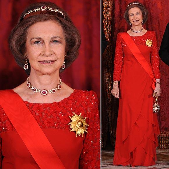 Doña Sofía estupendísima de rojo
