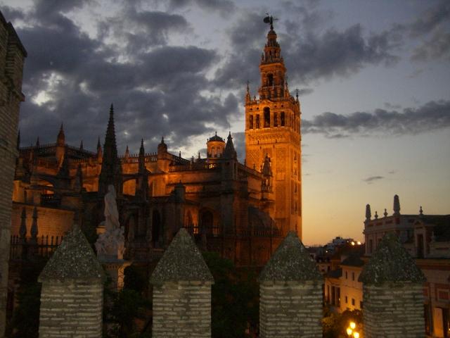 """Maravillosa vista de """"La Giralda"""" desde una de las mejores terrazas de Sevilla"""