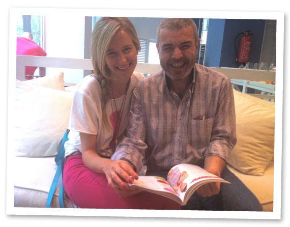 María León en la firma de libros con el diseñador Lorenzo Caprile