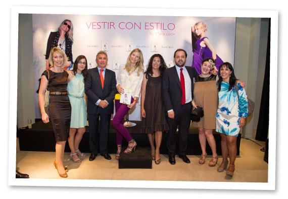 María León con el equipo de LID Editorial