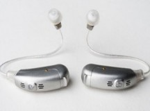 Con audífonos y pisando fuerte