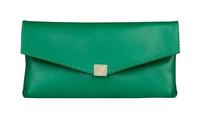 bolso sobre verde