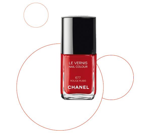 Laca de uñas de Chanel (667 Rouge Rubis)