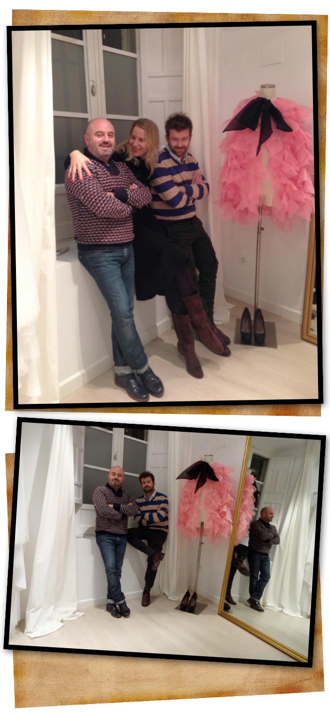 María León con los diseñadores de moda Antonio y Fernando en su estudio de Sevilla