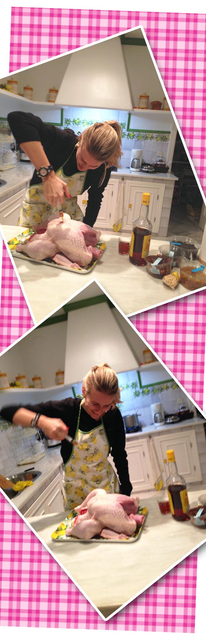 Momento divertido de María León preparando el pavo