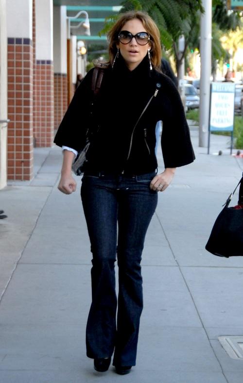 jennifer-lopez-looking-hot-in-tight-jeans