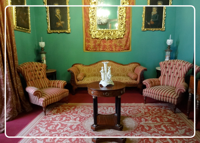 El Salón Imperio posee mobiliario de estilo imperio
