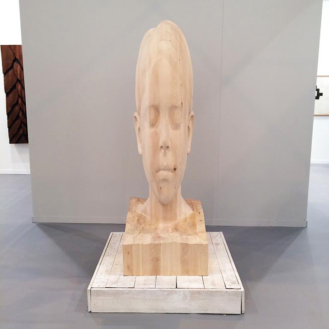 """La escultura """"Paula"""" del artista Jaume Plensa de Galerie Lelong."""