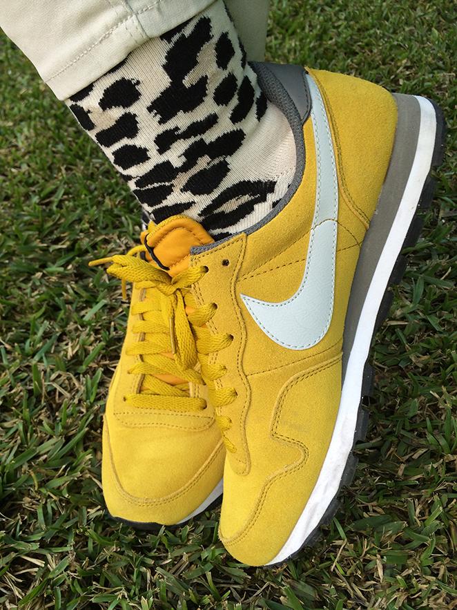 Zapatillas amarillas Nike de María León