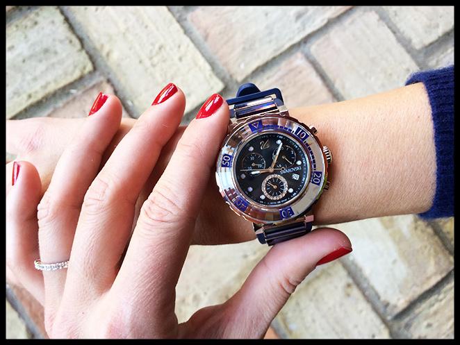 María León con el reloj del concurso Swarovski