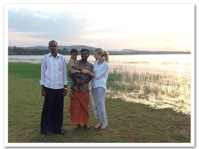 Disfrutando de Kabini - India con pareo de Anokhi, camiseta de manga larga de Renatta&Go, chanclas de Oysho y pulsera de BimbaSilverco.