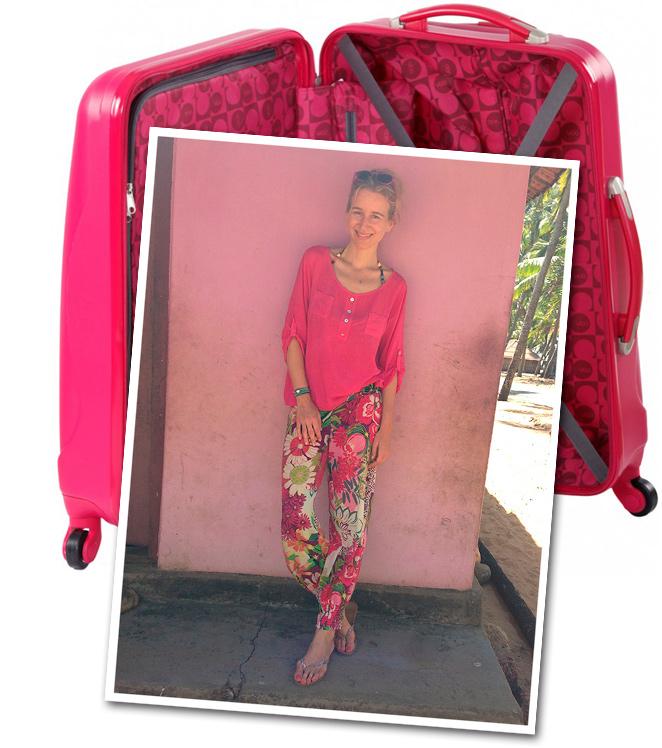 María León con look pantalones de Natura Selection, camisa de Renatta&Go, sombrero de Aïta, gafas de Etnia Barcelona, pulsera de Twentyforseven, collar comprado en mercadillo indio y chanclas de Oysho.