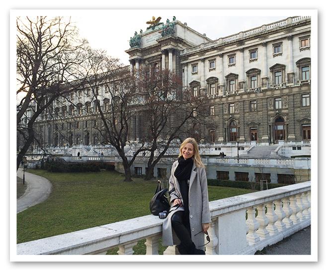 Paseo de María León por los alrededores de Hofburg en su viaje a Viena
