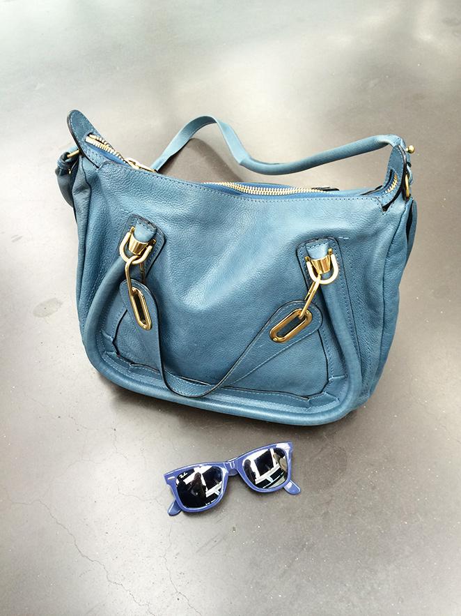 Gafas Ray Ban y bolso de Chlöe del look de moda elegido por María León