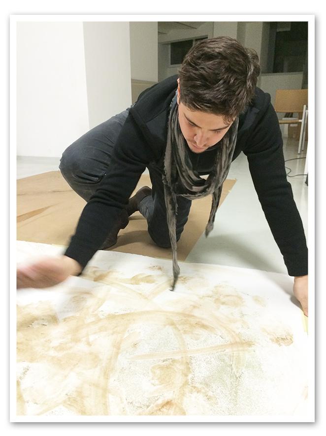 María León en el taller del artista conceptual Casanova Sorolla