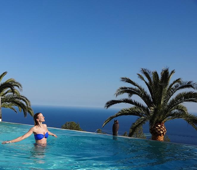 María León disfrutando de la piscina con su bikini de Cocada