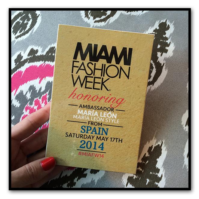Maria León con su acreditación del Miami Fashion Week