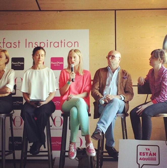 María León con su look de moda primavera - verano para un día de trabajo formando parte de una mesa redonda organizada por Yo Dona.