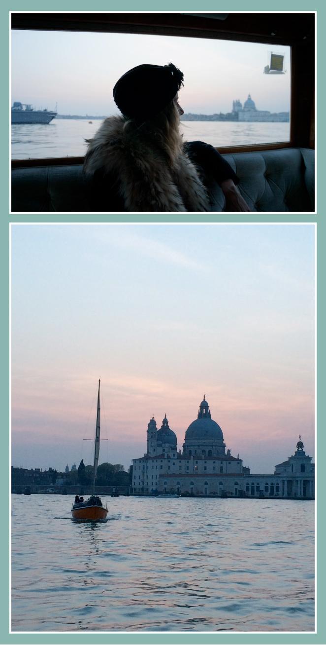 Trayecto en barca con María León desde el hotel a la Plaza de San Marcos que coincidió con la puesta de sol