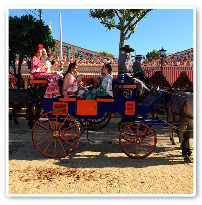 María León disfrutando de la Feria de Sevilla