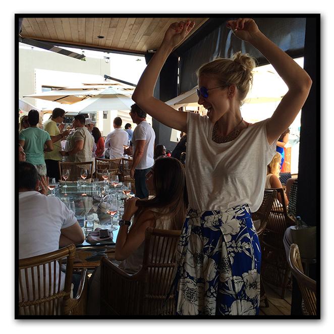 easalt and pepper es otro sitio ideal para disfrutar de una buena comida mediterránea y luego tomar de postre un rico cocktail mientras bailas sin parar porque si Miami se distingue por algo es por el buen ritmo de su música y su gente