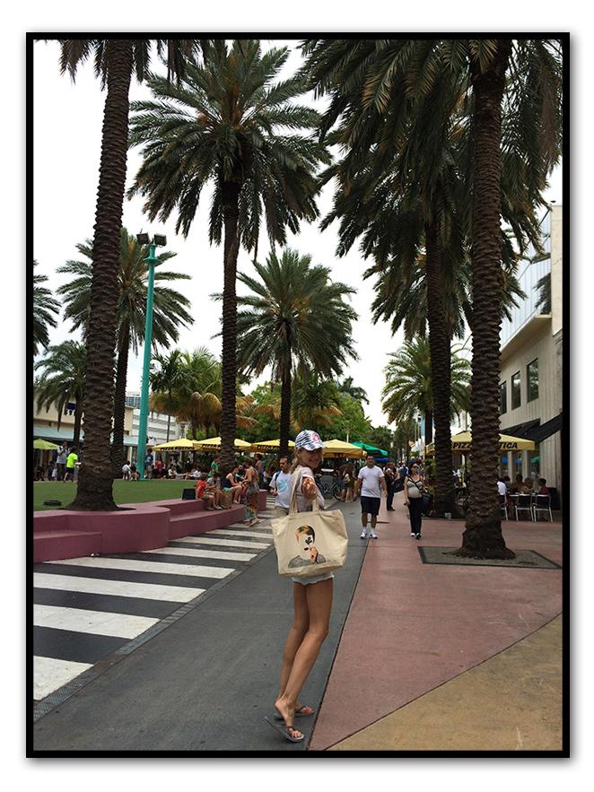"""Lincoln Road, una de las calles más importantes desde el punto de vista """"shopping"""" de la ciudad"""