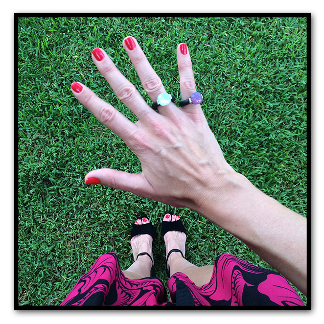 Anillos de Ariane Jewels y manicura de Nails Couture.