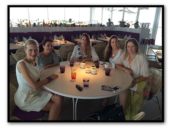 Almuerzo con Patricia Josa y Patricia Fontaneda (madre e hija) que son las creadoras de la firma de accesorios Ibiza Bijoux (tienen cosas ideales!!). También estaban Pilar Garrido, Team Manager de Maria León Style, y la diseñadora de moda Jorgina García Cruz.