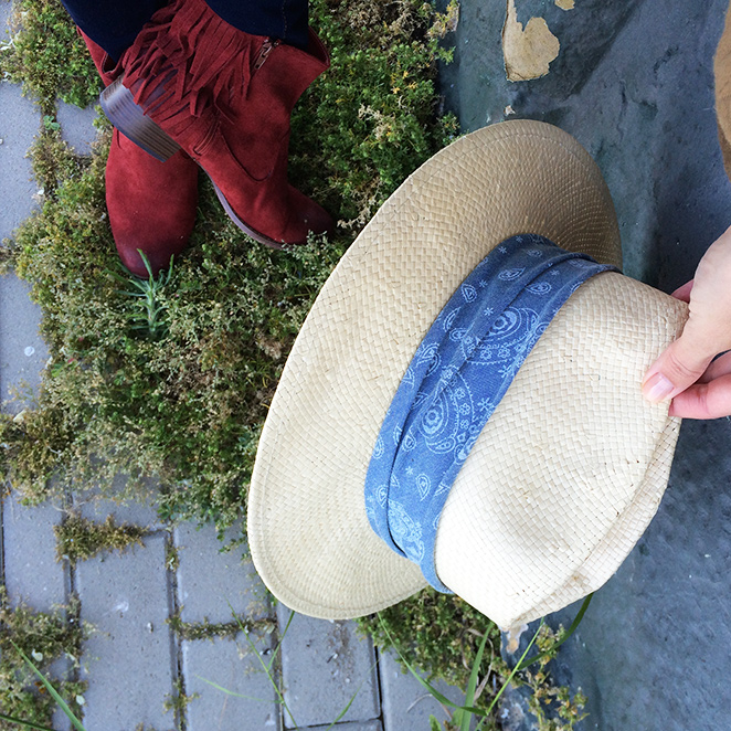 Botitas compradas en la tienda de mi amiga Sandra Aldao de Sotogrande y sombrero de Zara Home