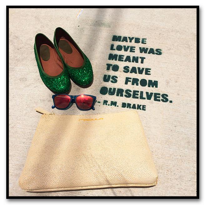 Para un día de reuniones de trabajo en Miami elegí estos pantalones estampados de Kleymac, que combiné con camisa de Zara, bailarinas de Las Indias, gafas de Life Italia y cartera de Misoula.