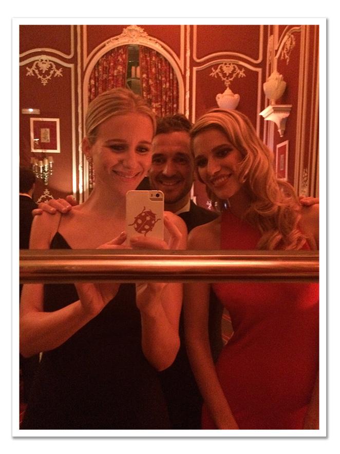 Con amigos en la fiesta de Vanity Fair
