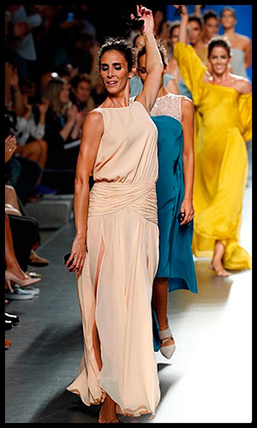JUAN DUYOS. Logró sorprendernos a todos con su maravillosa puesta en escena con bailarinas del Ballet Nacional de España como protagonistas. Este vestido vaporoso en seda tan especial me lo pondría para una cena de verano especial.