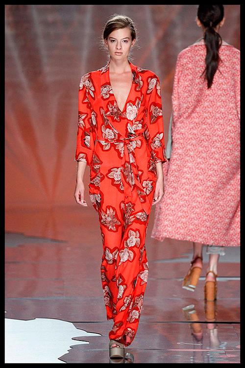 AILANTO. Este look es toda una apuesta segura para el próximo verano. Me encanta el color y el estampado floral. Me lo pondría para un cocktail de día o de noche.