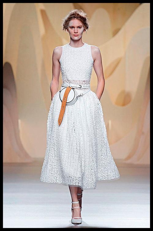 ANA LOCKING. Me encanta este precioso vestido estilo años 50. Me lo pondría para una celebración de día.