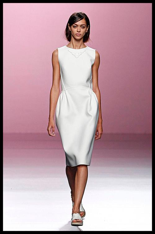 DEVOTA & LOMBA. Este vestido de inspiración romántica sería ideal para acudir al estreno de una exposición de arte.