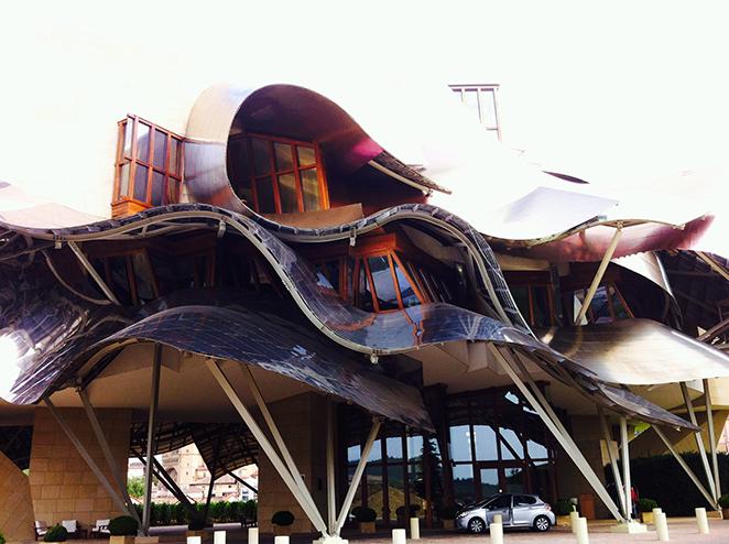 Edificio de las bodegas en La Rioja