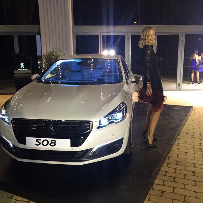María León con el Peugeot 508 en los premios Men's Health