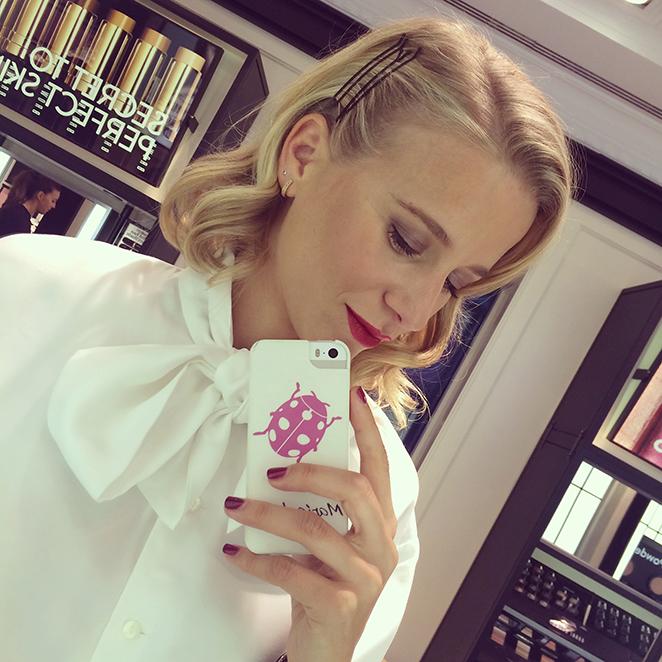 Bobbi Brown para el maquillaje y Nails Couture para la manicura.
