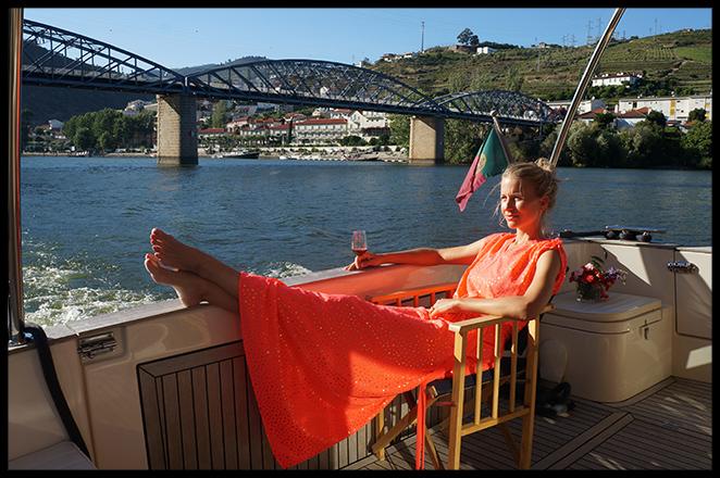 Vestido playero. Para el crucero por el Duero llevé este vestido naranja chillón de Papaya y debajo traje de baño de Oliphant.