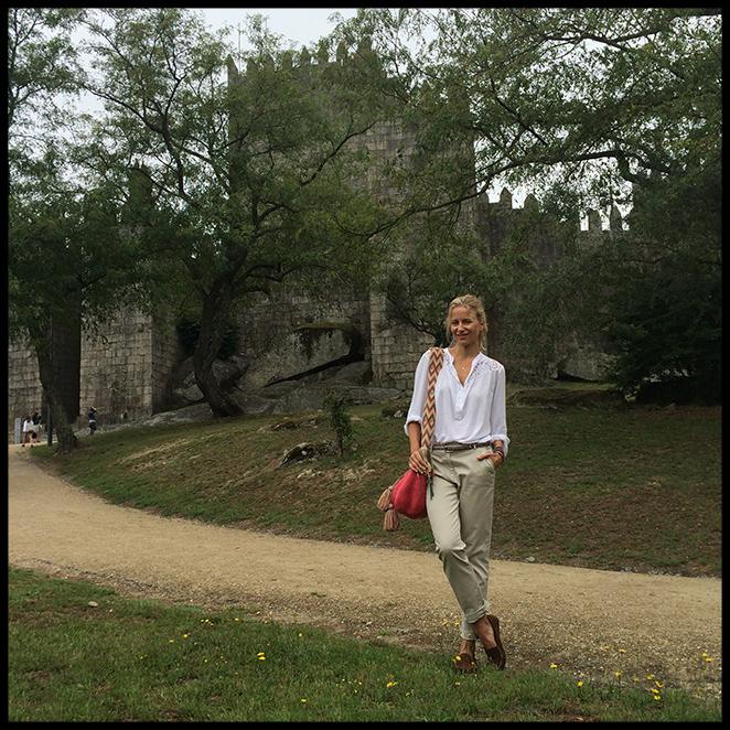 De excursión. Para la otra escapada que hice fuera de Oporto llevé pantalones de PDH Sport, camisa de Cool The Sack, mocasines de CrownHill, bolso colombiano de Susuu y pulseras de Pintor de Gala.