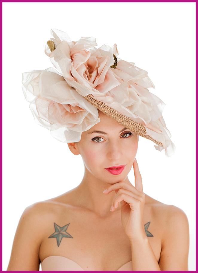 Un taller de sombreros o tocados en Charo Iglesias para lucir espectacular en todos tus eventos.