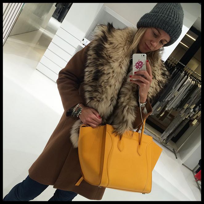 Mi bolso amarillo de Celine (daba un punto de luz a los looks!!) y mi boa de pelo de Nelsy Chelala, fueron mis inseparables y los accesorios protagonistas de la mayoría de mis estilismos.