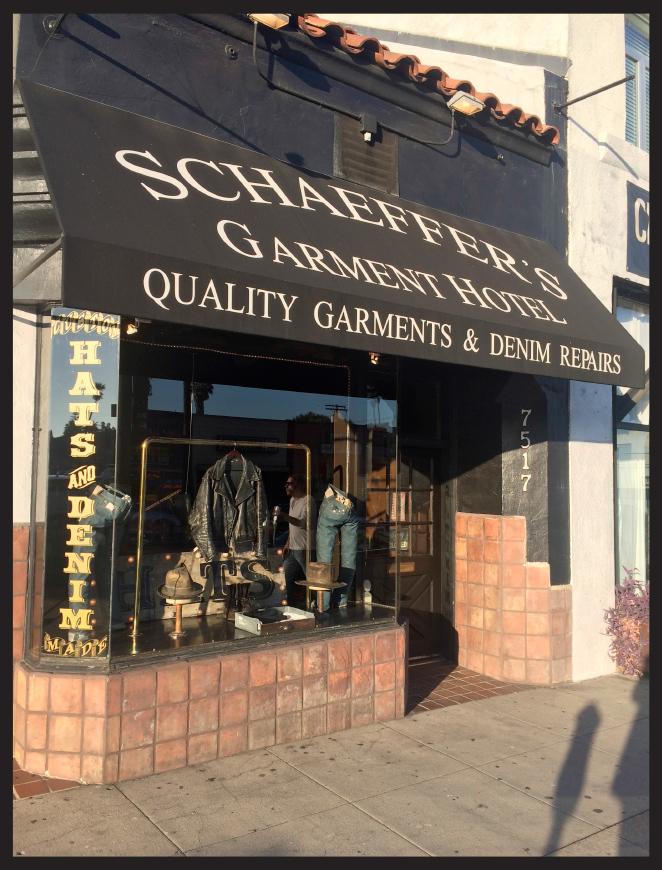 Y para los chicos, os recomiendo la tienda Schaerrer´s Garment Hotel donde os pueden hacer jeans a medida y donde encontraréis artículos originales y de gran calidad.