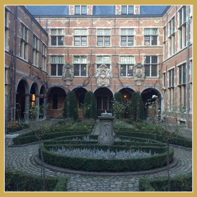 El Museo Plantin-Moretus, es el Museo de la imprenta. No puedes irte sin ver el jardín!!Es ideal!!Muy bucólico!!