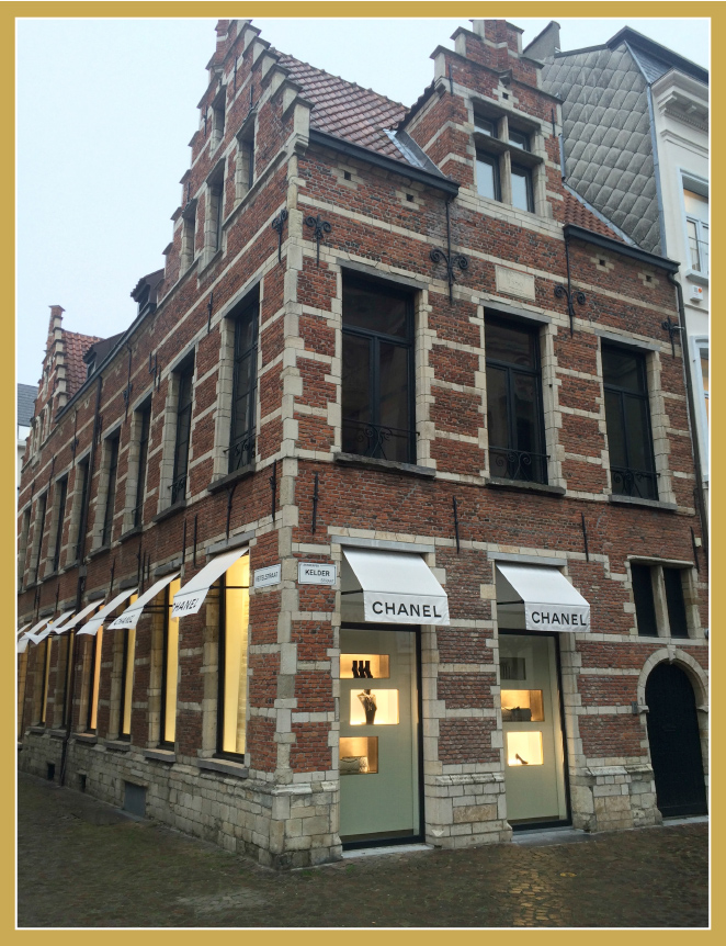 Otra zona buena de tiendas es Lombardenvest ,Kammenstraat y Komedie Plaats.