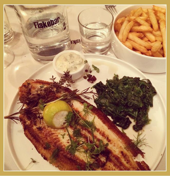Fiskebar es el restaurante ideal para disfrutar de un buen pescado y marisco. Está en Marnixplaats.