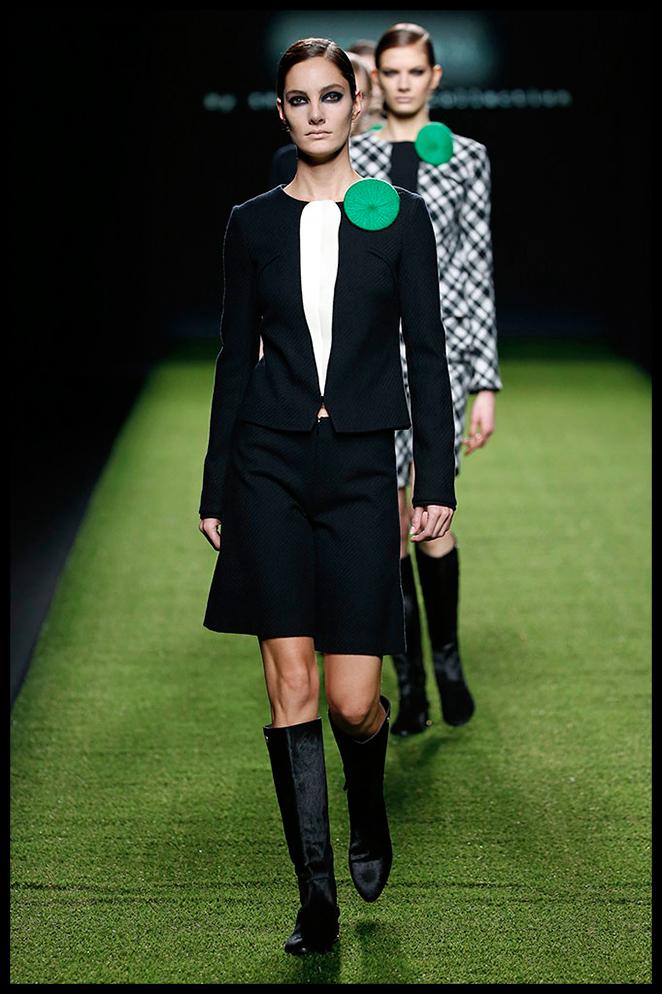 DEVOTA Y LOMBA: Este original traje sastre de bermudas con botas de caña alta será perfecto para un día de presentaciones de prensa en la que ir estilosa y cómoda!
