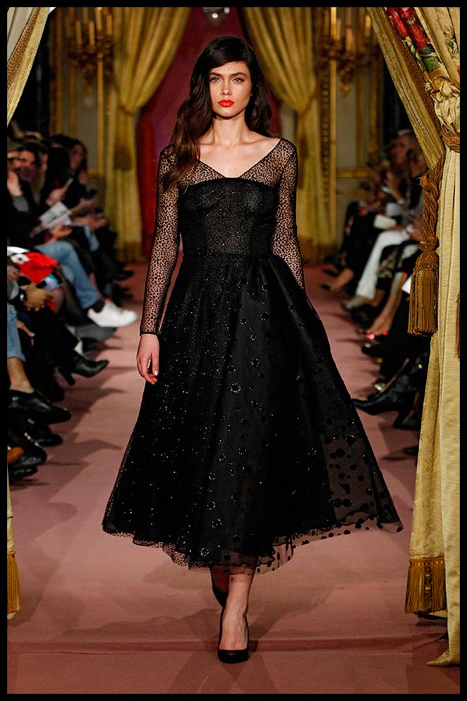 JORGE VÁZQUEZ: Este vestido con inspiración 50's me parece perfecto para un evento de noche en el que dar un toque chic y diferenciador sin ir de largo!