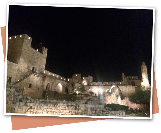 Espectáculo nocturno de luz y sonido en la Torre de David