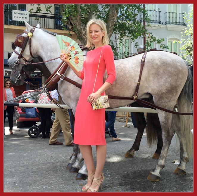 María León con vestido de David Christian y cartera de The Code y sandalias de Jimmy Choo